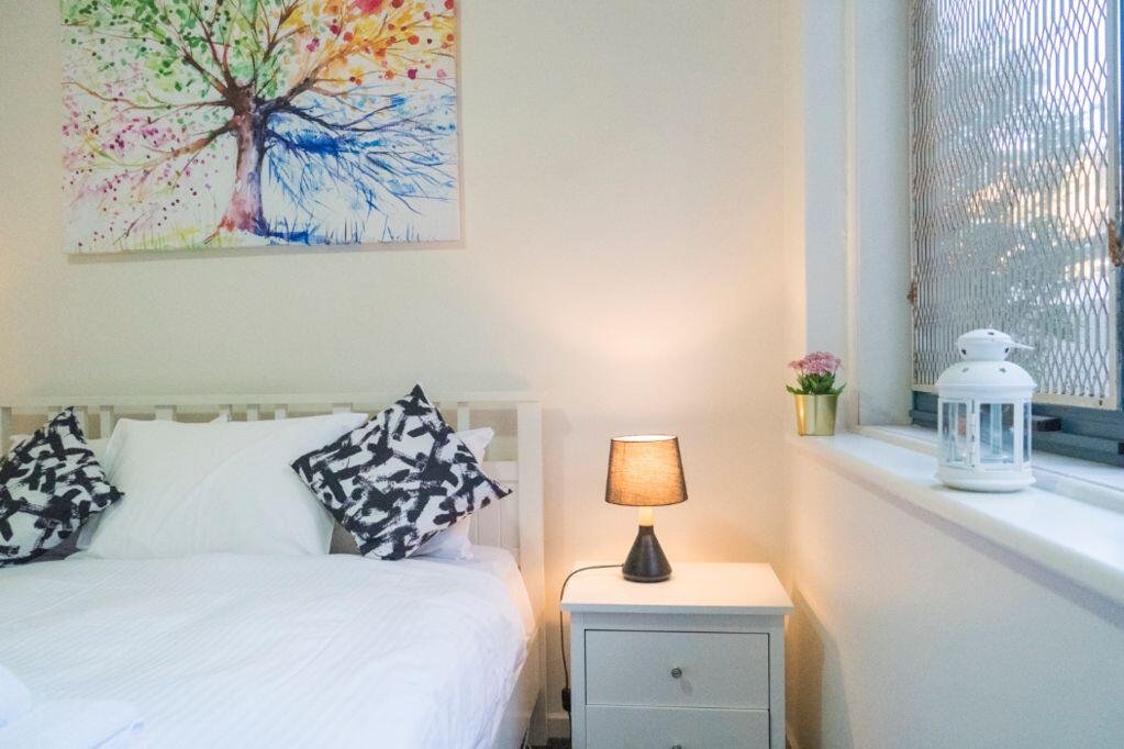 Stunning Hidden Gem In The Heart Of St. Kilda, 2 Bed, 1 Bath Free WiFi, Carpark & Netflix! - St Kilda Accommodation